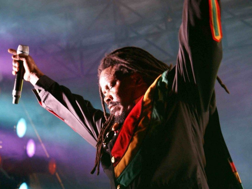 Jamaicans, Africans clash after Reggae star Luciano Cancel African Tour, contracts Chik-V, fears Ebola
