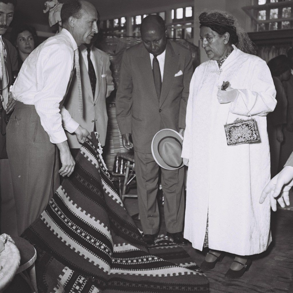 """EMPRESS MANON, THE WIFE OF HAILE SELASSIE OF ETHIOPIA, WHO CAME TO ISRAEL FOR A PRIVATE VISIT, AT """"MASKIT"""" SHOWROOM IN TEL AVIV."""